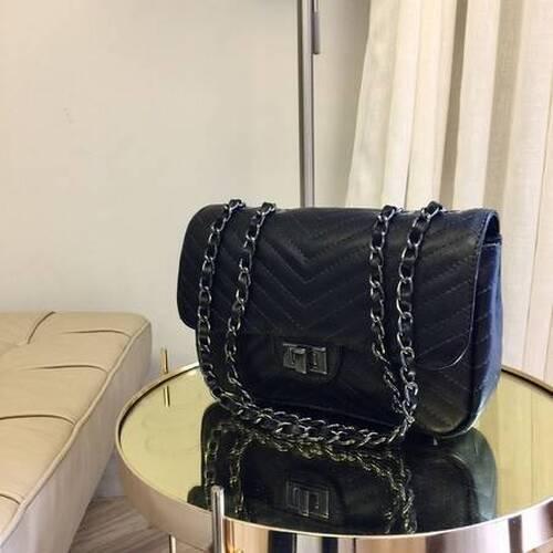 VERSALHES MÉDIA Bolsa de corrente em couro legítimo preta com metais ônix matelassê chevron