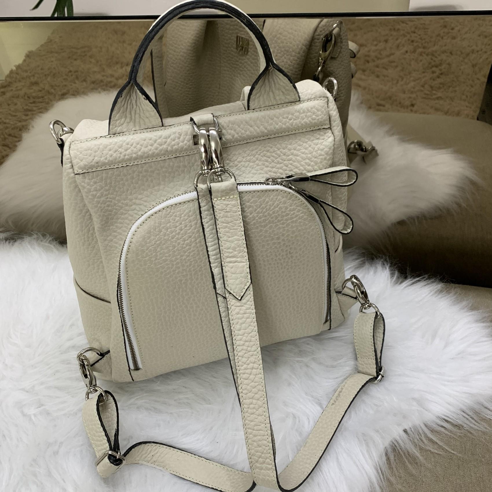 MOCHILA MILÃO Bolsa mochila branca / off white em couro legítimo