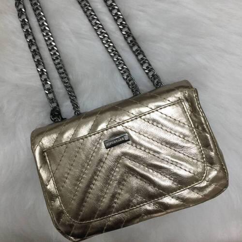 VERSALHES PEQUENA Bolsa de corrente em couro legítimo metalizada dourada com metais ônix matelassê chevron