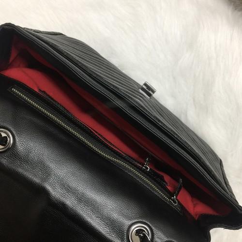 VERSALHES GRANDE Bolsa de corrente em couro legítimo preta com metais ônix matelassê chevron