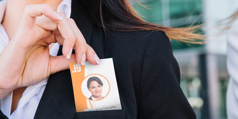 Crachá de identificação: conheça a importância para sua empresa
