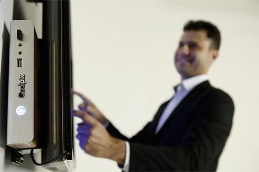 Reuniões mais inteligentes e eficazes com a TV Touch Screen